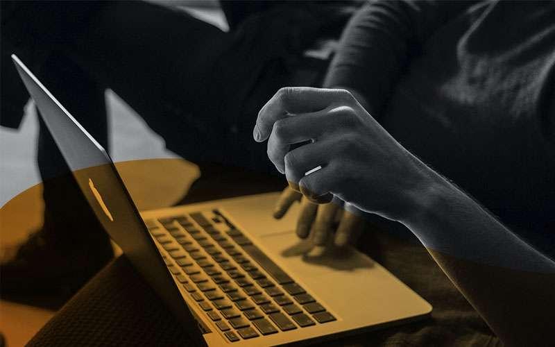 """<span id=""""hs_cos_wrapper_name"""" class=""""hs_cos_wrapper hs_cos_wrapper_meta_field hs_cos_wrapper_type_text"""" style="""""""" data-hs-cos-general-type=""""meta_field"""" data-hs-cos-type=""""text"""" >La transformación digital en el nuevo escenario empresarial: retos, oportunidades y subvenciones para las pymes</span>"""